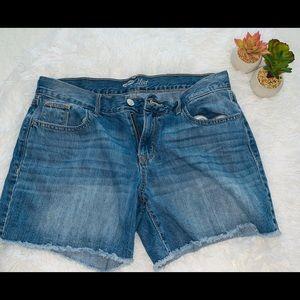 Old Navy the flirt raw hem jean shorts size 8